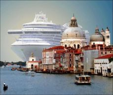 the-msc-magnifica-cruise-ship-in-venice