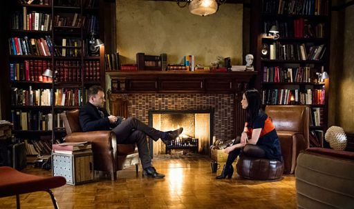 elementary-season-3-sherlock-living-room